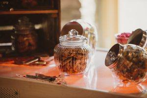 Gläser-gefüllt-mit-Coockies